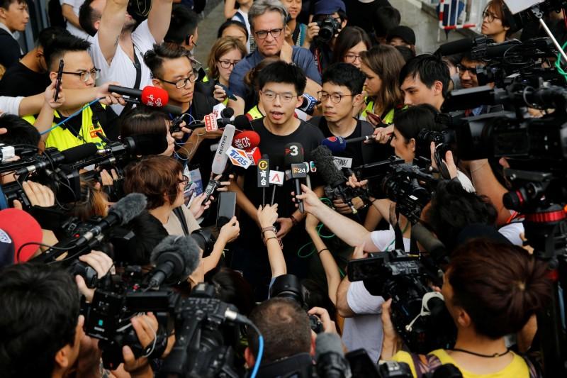 黃之鋒重申,必須撤回逃犯條例的修訂,並且林鄭月娥沒有能力領導香港,林鄭月娥必須下台。 (法新社)