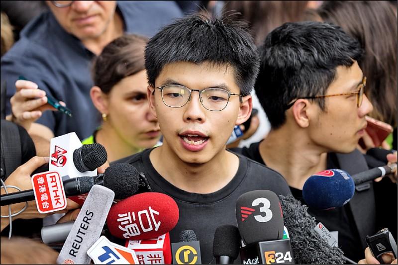 「香港眾志」秘書長黃之鋒昨天出獄後,也隨即加入反送中抗爭行動。他發表聲明呼籲國際社會支持港人,並特別感謝台灣相挺,也要求非港人普選的香港特首林鄭下台。(歐新社)