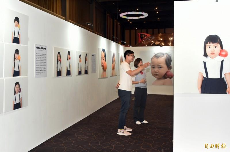 擅長補捉自然光線與純粹的心靈的日本空氣感療癒影像大師橫浪修,擅長將少女人像拍得出神入化,作品總是讓人有和平、恬靜的感覺。(記者張忠義攝)