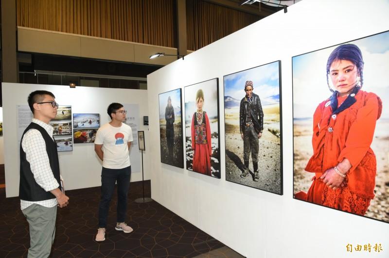 台灣人文紀實攝影師吳建衡,展覽將帶來駐地印度一年間記錄下的大小節慶,同時也帶來阿富汗帕米爾高原上冷冽氣候、與世隔絕的環境中,只屬於當地民族生活方式。(記者張忠義攝)