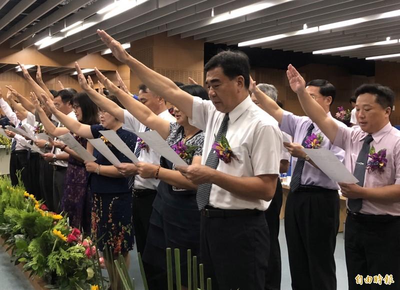 屏東縣每年6月進行校長遴選作業。圖為去年新調任校長宣誓畫面。(資料照,記者羅欣貞攝)