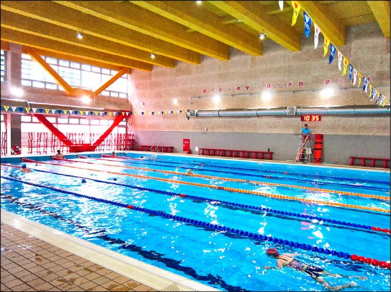 桃園國民運動中心的游泳池。(資料照)