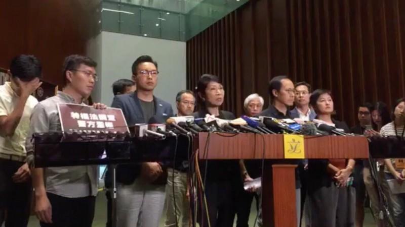香港民主派議員在回應林鄭月娥稍早記者會的時候表示,抗爭行動必然升級,將繼續向政府施予壓力,直至林鄭下台。(圖擷取自反送中已核實資訊頻道)