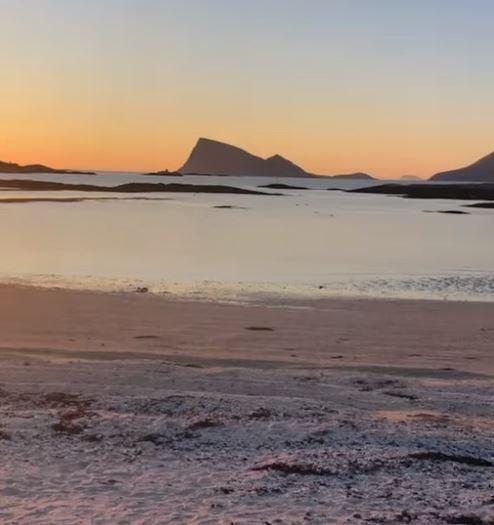這是夏日島在永晝期間「凌晨2時」的天色。(擷取自Time-Free Zone臉書)