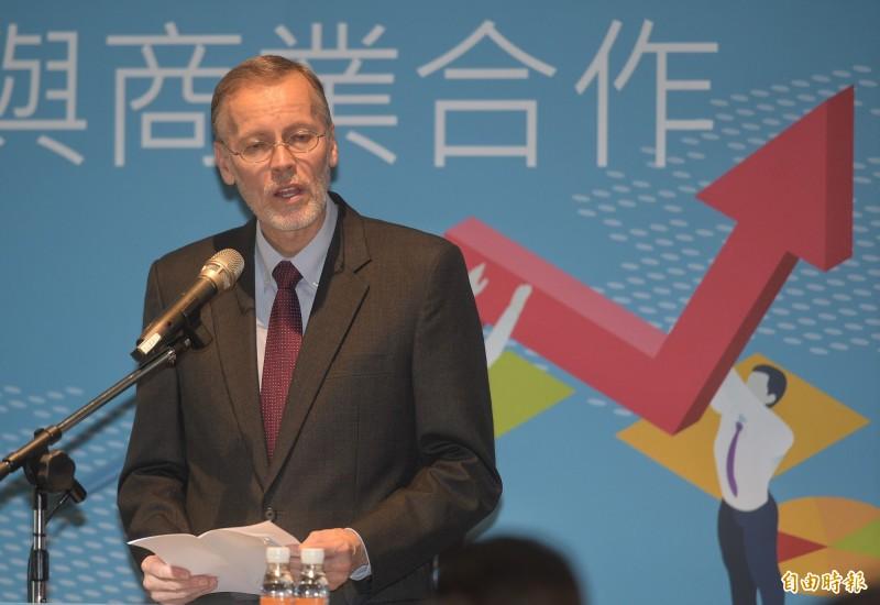 美國在台協會處長酈英傑,18日出席「深化印太地區經濟與商業合作論壇」,並以「增進美台經濟與商業關係」為題發表演說。(記者張嘉明攝)