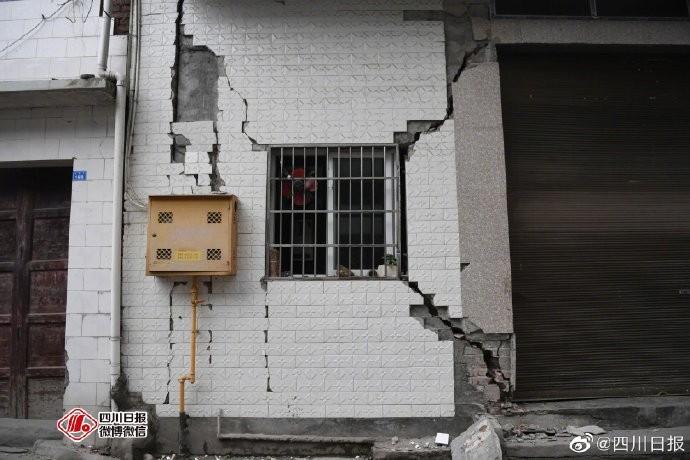 中國四川宜賓市昨晚間發生規模6.0地震,之後又連續發生至少4起餘震,目前已知有至少12死125人傷。(圖擷自微博)