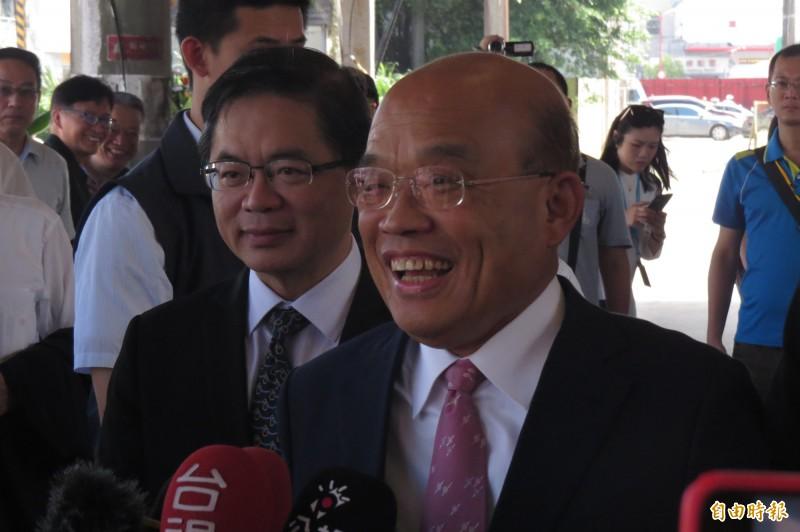 行政院長蘇貞昌今早在基隆酸韓國瑜說︰「市長他在當,責任我來扛,天底下哪有這麼賴皮的事。」(記者俞肇福攝)