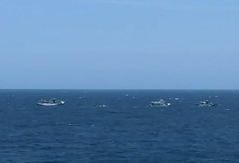 台東漁船疑撞礁岩進水將沉 3船員獲救