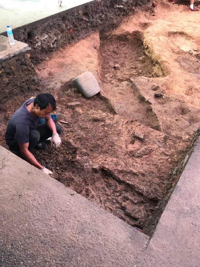 基隆和平島聖薩爾瓦多城暨修道院考古團隊持續挖掘中。(基隆市文化局提供)