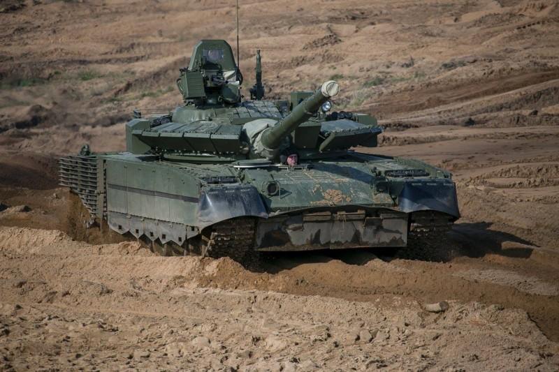 外媒報導指出,俄羅斯將大約40輛最新型的T-80BVM坦克部署在離黑龍江110公里處。(圖擷取自臉書_Veículos de Combate)