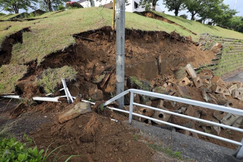 日本昨天深夜發生6.7強震。(歐新社)
