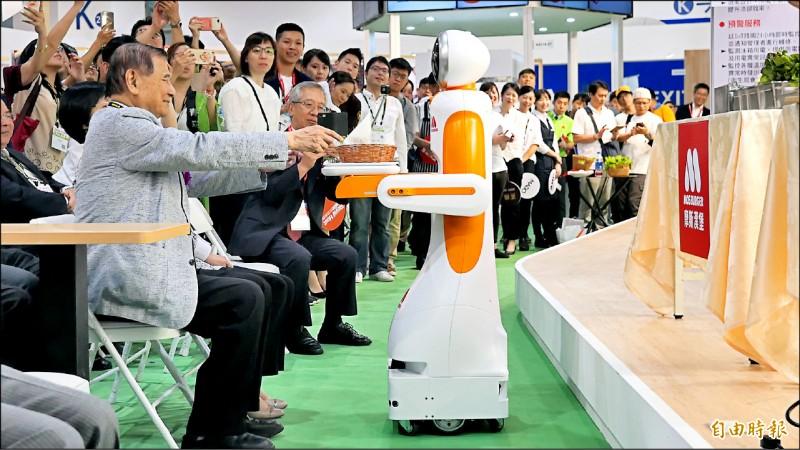 超萌!東元發表送餐機器人