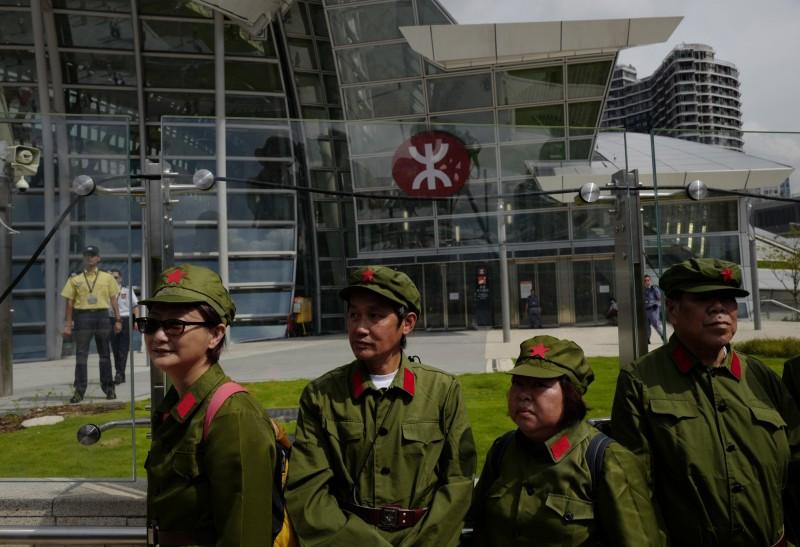 反送中抗爭後,中共開放3萬個名額參觀解放軍駐港軍營。(美聯社)