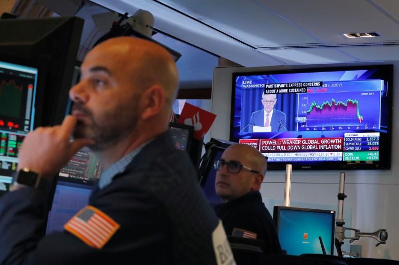 Fed暗示降息助漲美股 道瓊、標普逼近紀錄高點