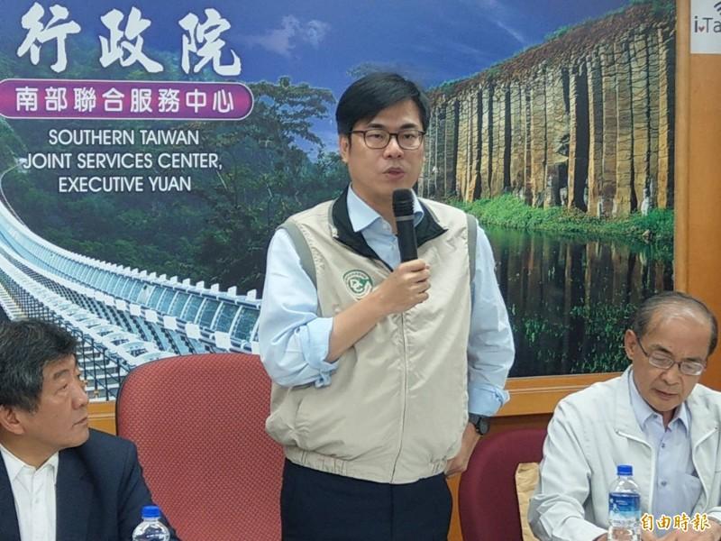 行政院副院長陳其邁(中)關心高雄登革熱疫情。(資料照)