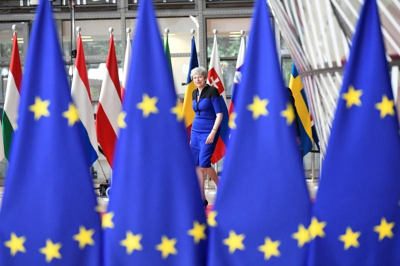 歐盟21日通過決議,因俄羅斯破壞與烏克蘭的和平關係,將延長對俄羅斯的經濟制裁至2020年1月。會議於歐盟總部布魯塞爾舉行,圖為參與決策的英國首相梅伊。(路透)