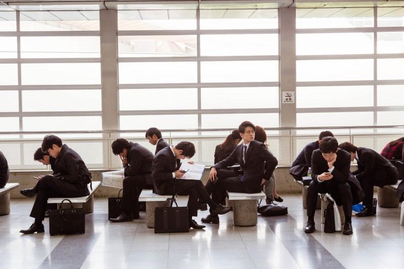 日本國會今(21)日通過《日語教育推進法》立法,規定日本政府有義務制訂財政法規,幫助在日外國人消除語言障礙,藉此提升他們在日生活的交流度及職場競爭力。示意圖。(彭博)