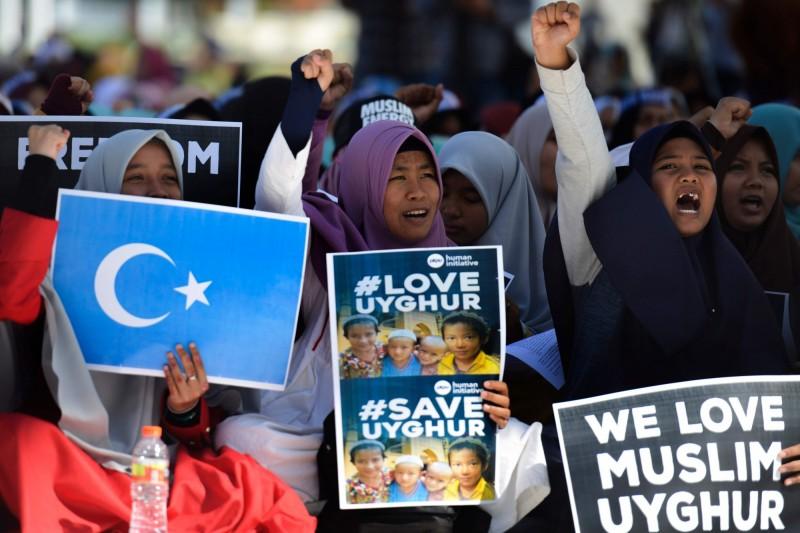 部分印尼穆斯林去年12月21日在班達亞齊示威,抗議中國打壓、拘留新疆維吾爾族。(法新社)