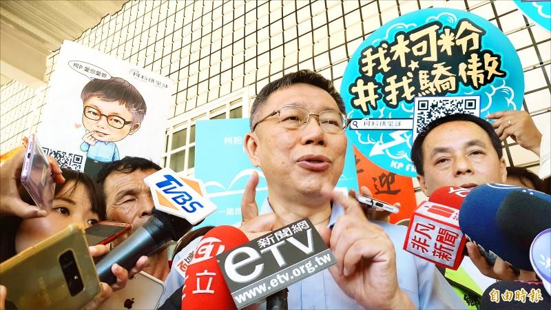 台北市長柯文哲昨到台東出席活動,受訪時表示,剛選上市長的要選總統,「也不是很正常」。(記者黃明堂攝)