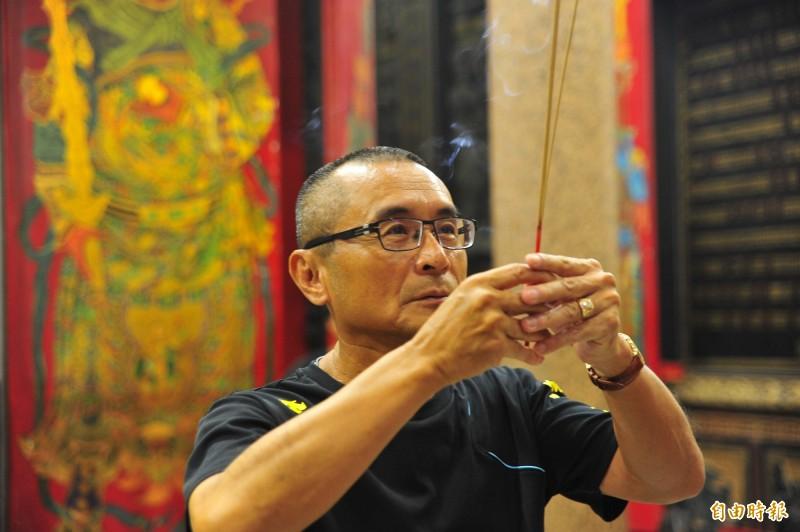 吳志祥說,他脫離江湖糾紛幾十年,目前致力廟務與生意。(記者王捷攝)