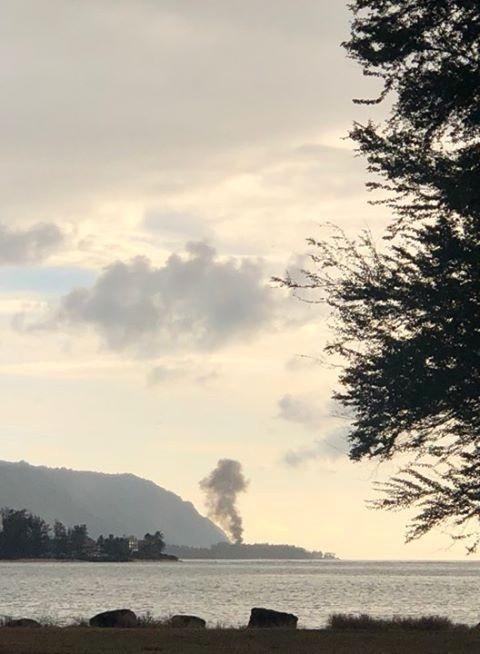 美國夏威夷政府透露,當地時間21日晚間有架民用的雙引擎飛機「King Air」墜毀於歐胡島(Oahu)迪林漢機場(Dillingham Airfield)附近,機上9人全數罹難。(LUCKYWELIVE.COM)