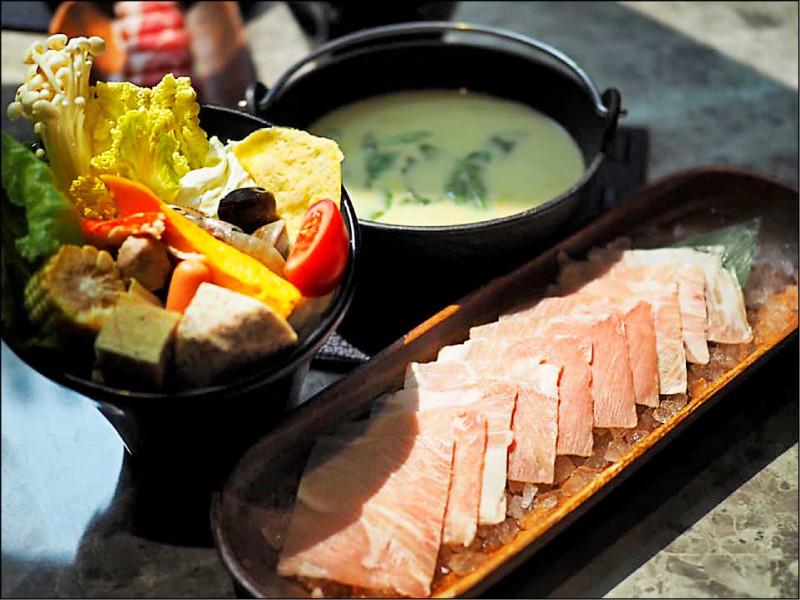 「泰國綠咖哩鍋」添加椰奶與起司的綠咖哩湯頭,喝來滑順。(圖片提供/泰丘鍋物)