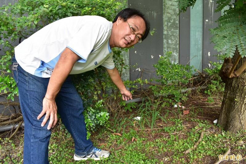 陳家彥說,歷經打掃後,惠來遺址旁仍有零星垃圾。(記者張瑞楨攝)