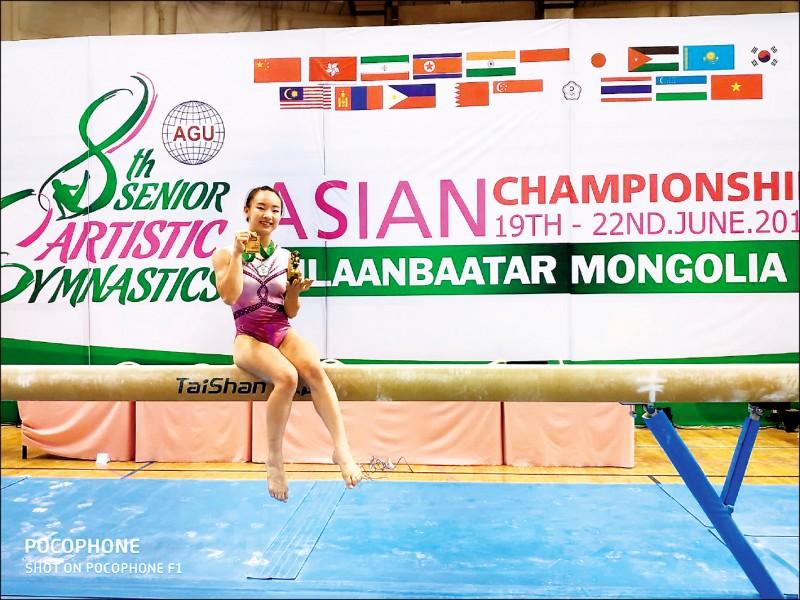 就讀新北三重高中、年僅十六歲的丁華恬,昨在二○一九年烏蘭巴托亞洲體操錦標賽女子平衡木決賽,成為最強黑馬選手,不只難度五.五○○分高居決賽八名選手之最,最終更以十三.二三三分技壓中國、南韓、日本等六名好手,奪生涯首面國際賽金牌。(圖:翁士航教練提供)