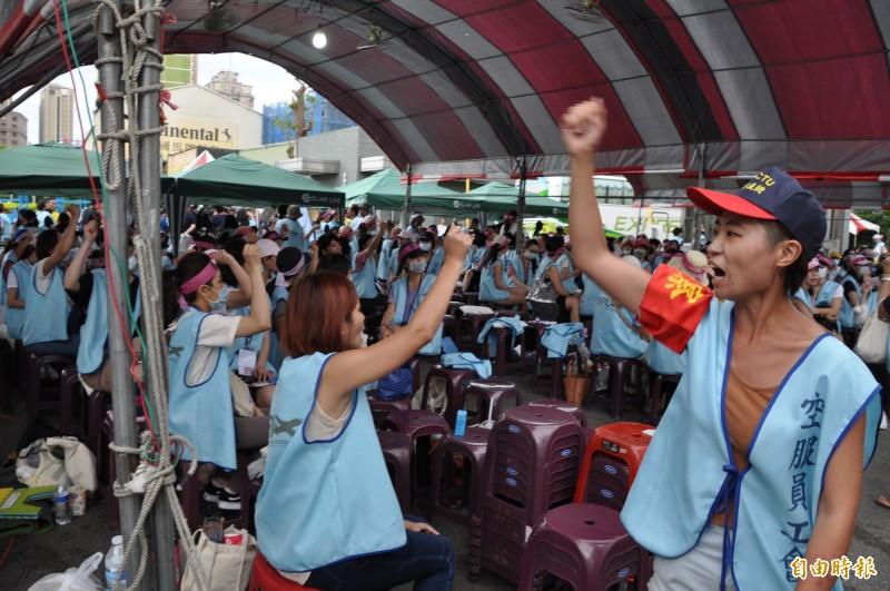 長榮航空空服員今進入罷工第4天,勞資雙方衝突越來越擴大。(資料照)