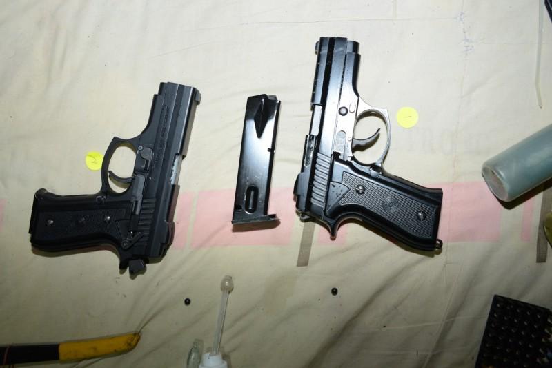 警方查扣改造手槍。(記者曾健銘翻攝)