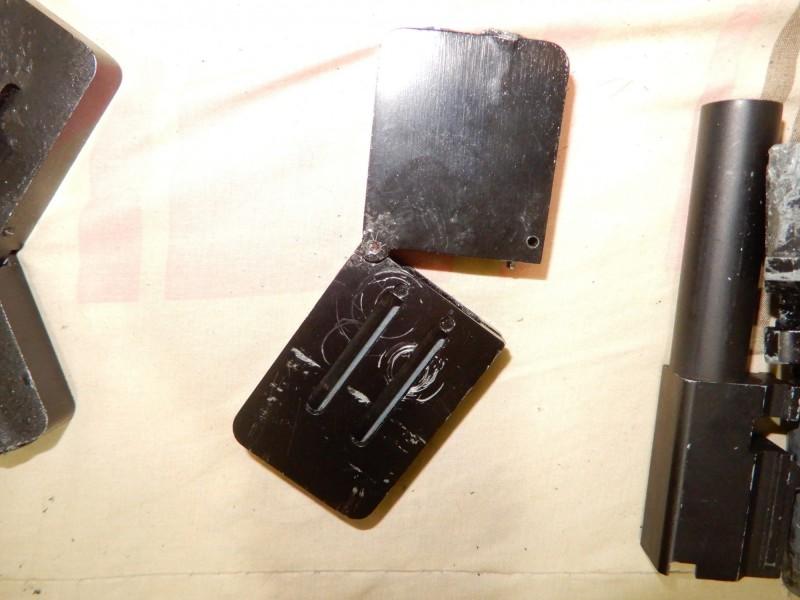 警方查扣名片造型手槍。(記者曾健銘翻攝)