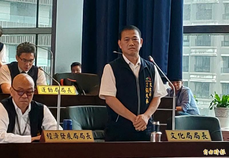 台中市政府文化局長張大春表示,將研擬訂定「小來公園借用管理辦法」。(記者張菁雅攝)