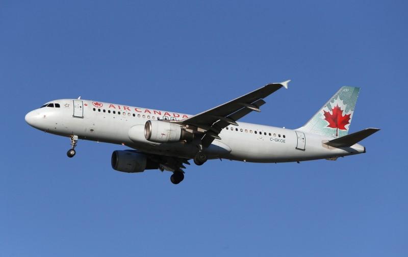 女子搭乘加拿大航空班機時睡著,醒來後驚覺機上空無一人。(路透)