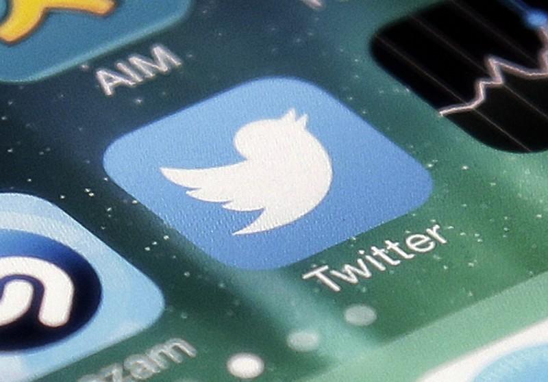 網友回答「有在用推特」,面試官竟告訴他,「很遺憾、不錄用」。(美聯社)