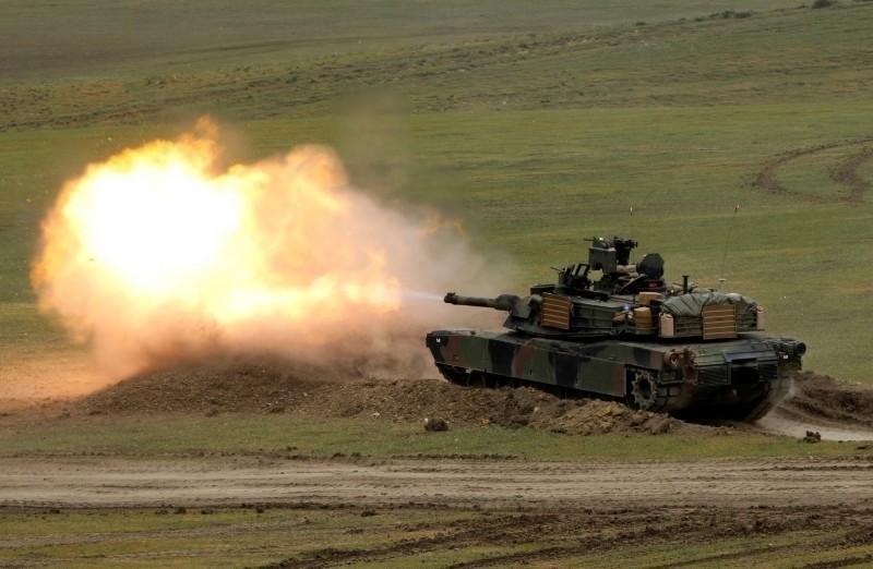《時代》雜誌報導稱,美國總統川普避免貿易衝突升溫,並欲重啟貿易談判,尚未對總價20億美元的M1A2戰車、飛彈等對台軍購案採取行動。圖為美軍M1A2戰車。(路透資料照)
