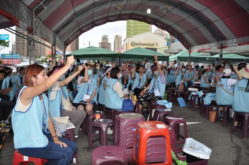 長榮航空空服員罷工進入第6天,目前陸續出現反罷工潮。(資料照,記者周敏鴻攝)