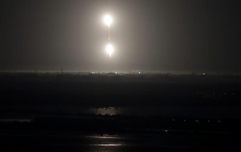 兩側推進器成功返航順利回收成功。(美聯社)