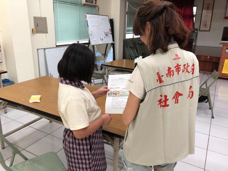 6月28日起,南市弱勢學童暑假期間可持餐食券至全市超商兌換餐食。(南市社會局提供)