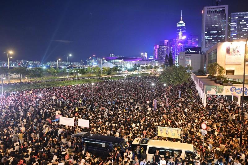 港媒預估,香港626集會參加人數已破萬人。(路透)