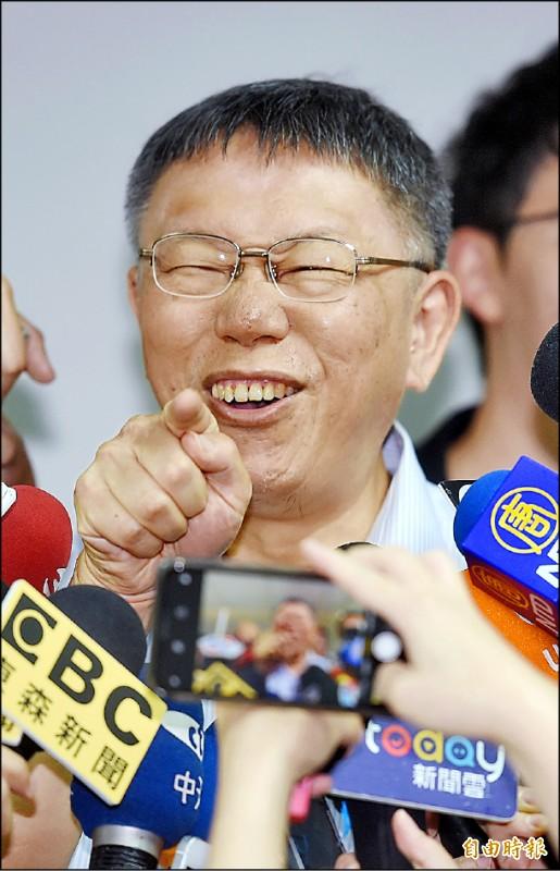 高雄市長韓國瑜稱有些局處首長做到快肝硬化、快爆肝,台北市長柯文哲昨出席活動受訪表示,「酒喝太多」才會肝硬化。(記者朱沛雄攝)