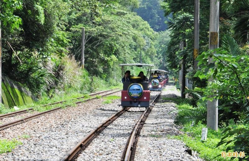 苗栗縣舊山線鐵道自行車於7月1日起正式營運,分A、B、C三段路線運行,票價有優惠。(記者彭健禮攝)