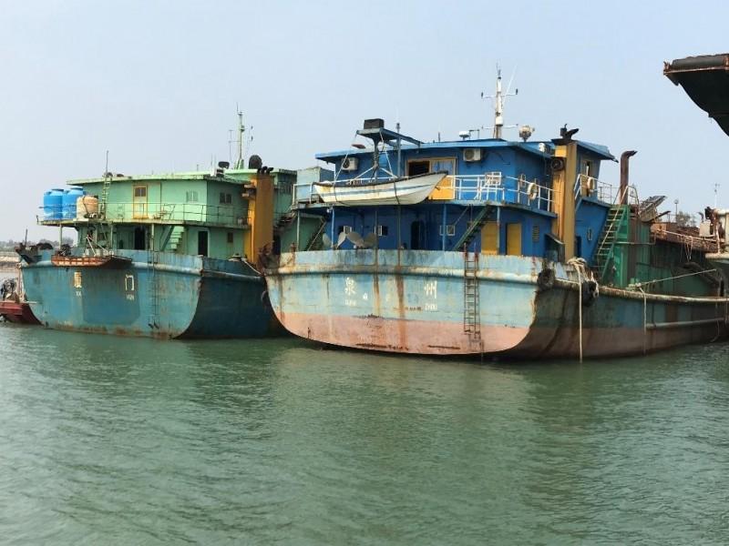 金門地檢署順利拍賣中國抽砂船「宏興769號」和「海潤9688號」,共拍得2500萬元。(金門地檢署提供)