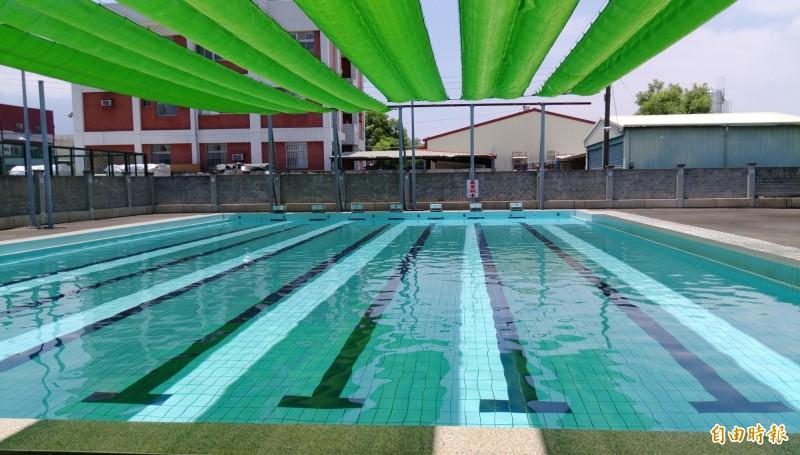 古坑鄉立游泳池更新設備在暑假免費開放。(記者廖淑玲攝)