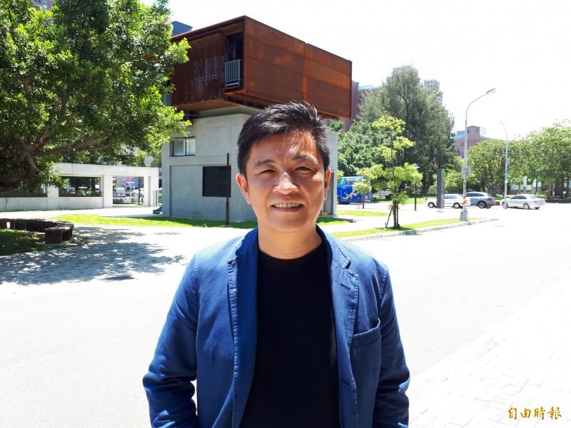新竹市立委選舉民進黨已確定由5屆市議員資歷的行政院顧問、前市議員鄭宏輝參選,有趣的是,他將與同班同學的國民黨市議員鄭正鈐對決,是新竹市選舉史上罕見情形。(記者洪美秀攝)