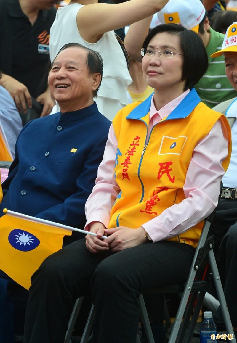 國會政黨聯盟今天說,受黨主席悟覺妙天(左)多次邀請,前立委徐欣瑩(右)即日起擔任國會政黨聯盟副主席。(資料照)