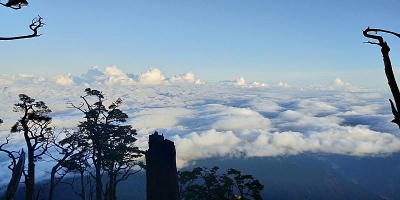 楊天攢紀錄攻頂1000次途中,所見美麗雲海。(圖:楊天攢提供)