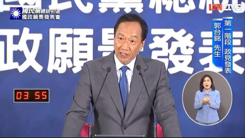 郭台銘強調,自己真的是政治素人,還嗆週週造勢的韓國瑜,「我不會造勢,可是我很會做事」。(圖擷取自本報直播)