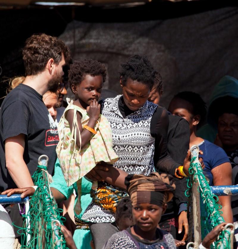 船上40名來自非洲的難民將暫時被安置在島上的接待中心,之後將被送往其他歐洲國家。(歐新社)