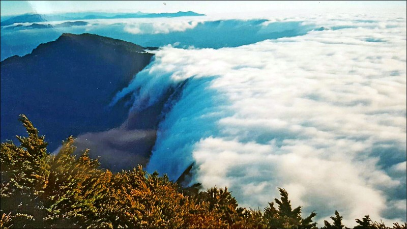 北大武山知名雲瀑令人驚豔。(圖:楊天攢提供)