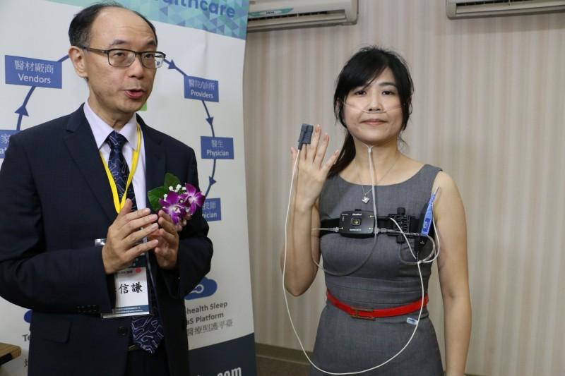 台北醫學大學睡眠研究中心主任李信謙表示,美國睡眠醫學會於今年初公布的指導綱領指出,居家睡眠檢測將逐漸取代PSG多導睡眠檢測。(圖由北醫提供)
